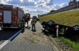 Wypadek pod Tarnowem. Dachowanie na autostradzie A4. Powodem zaśnięcie kierowcy mercedesa w czasie jazdy