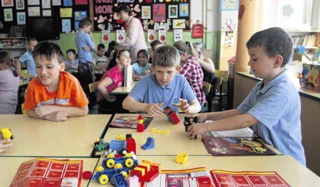 Dwie zmiany w szkole podstawowej. Uczniów klas I-III jest za dużo