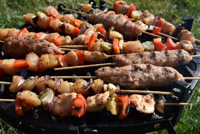 Szaszłyki mięsno-warzywne lub warzywne