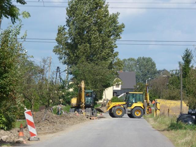 Prace kanalizacyjne na terenie gminy Dobryszyce, która jest jedną z najlepszych gmin w naszym powiecie