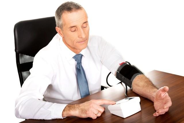 Osoby przyjmujące leki przeciw nadciśnieniu z grupy inhibitorów konwertazy angiotensyny (ACEi) i blokerów receptorów angiotensyny (ARBs) powinny monitorować ciśnienie krwi i w razie zarażenia koronawirusem podlegać kontroli funkcji nerek