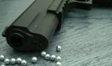 Kłótnia o dziewczynę zakończyła się strzelaniną na ul. Kartuskiej w Gdańsku. Jeden z mężczyzn użył broni pneumatycznej