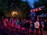 Deszczowa impreza techno w Parku Przyjaźni. ZDJĘCIA