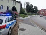 """Policjanci z Bytowa czuwają nad bezpieczeństwem uczniów idących do szkół. Ruszyła akcja """"Bezpieczna droga do szkoły"""""""