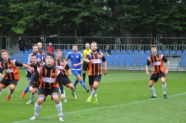 Archiwalne zdjęcia meczu MKP Szczecinek (niebieskie stroje) z Hutnikiem Szczecin