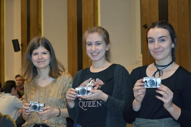 Będą robić zdjęcia aparatami z kartonu w Legnicy.