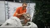 Zagadka betonowych lwów z zoo w Opolu rozwiązana. Opowiada o tym Tadeusz Wencel, autor rzeźb
