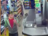 Policjanci z Człuchowa szukają dwóch złodziei. Może ich rozpoznajecie? Publikujemy zdjęcia