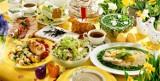 Tradycyjny stół wielkanocny: kiełbasa, jajko i żurek. Co jeszcze?