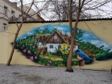 Nie tylko dziewczynka z konewką, czyli nietypowe murale w centrum Białegostoku. Sprawdź, czy wiesz gdzie się znajdują (zdjęcia)