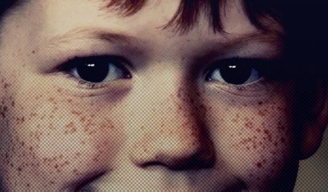 Niewinne buzie, szczere uśmiechy, bezbronne dzieci – tak można pomyśleć, patrząc na ich zdjęcia. Rzeczywistość jest jednak zupełnie inna: te słodkie dzieci dopuściły się okropnych, mrożących krew w żyłach zbrodni. Mając zaledwie kilka-kilkanaście lat, popełniły morderstwa. Niewiarygodne!