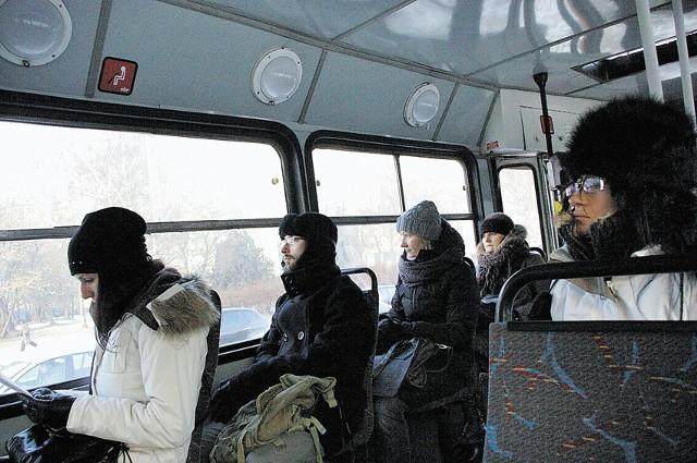 Pasażerowie myśleli, że w tramwaju trochę się ogrzeją, a wewnątrz ziąb...