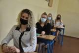 Matura 2021 w Wągrowcu. Maturzyści z ZS nr 2 przystąpili do matury z języka polskiego