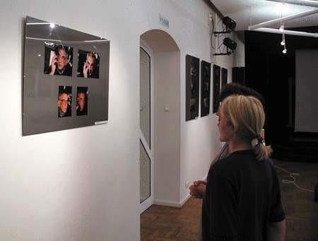 Autor także obecny jest na wystawie, na fotografiach Krzysztofa Wojciechowskiego. ZDJĘCIE: TOMASZ ZABOROWICZ