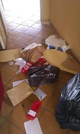 Włamanie do punktu PCK w Bochni: skradziono pieniądze, zniszczono biuro, meble, a nawet Księgę Honorową!