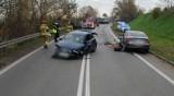 Wypadek w Pruszczu. Zderzenie czołowe na Grunwaldzkiej przed Św. Wojciechem. Jedna osoba trafiła do szpitala