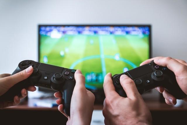 Bez względu na to, czy wolisz grać na komputerze czy konsoli, to zestawienie jest dla ciebie – zebraliśmy wszystkie najgorętsze premiery gier, które czekają nas w najbliższej przyszłości. Myszki i pady w dłoń!