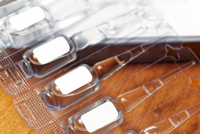 Szczepionka przeciw koronawirusowi niekoniecznie będzie podawana w tradycyjnej formie zastrzyków. Naukowcy pracują m.in. nad preparatami podawanymi doustnie, co znacznie ułatwiłoby sposób ich przyjmowania