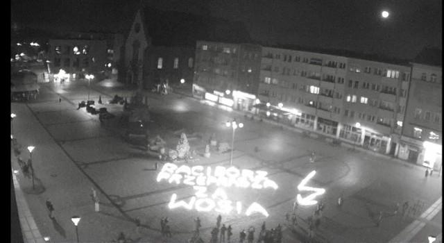 """""""Racibórz przeprasza za Wosia"""" - taki napis pojawił się na rynku w sobotę, 31 października."""