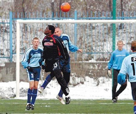 Piłkarze Ruchu (jaśniejsze koszulki) grali tej zimy na Filarowej już kilka razy. zdjęcia: Arkadiusz Gola