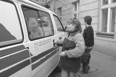 Marzena Wójcik i Ewa Pyrzewska wyruszają do kolejnego podopiecznego. Fot. Olgierd Górny