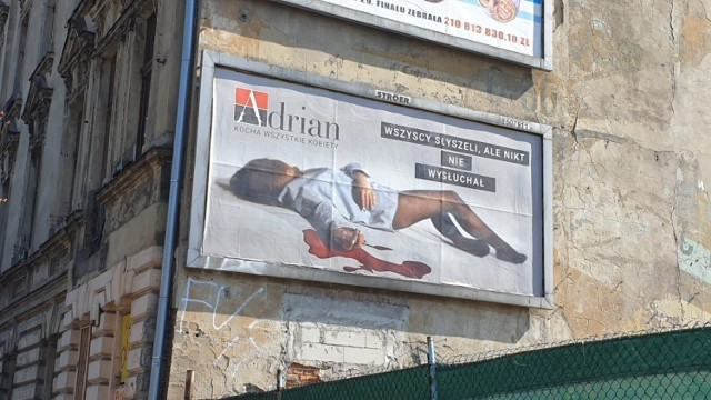 Billboard na ścianie kamienicy przy ul.Północnej w Łodzi.