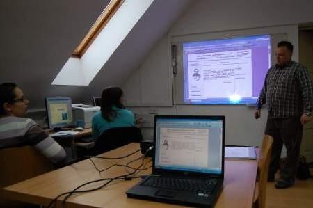 Wszyscy wszystko widza, a nauczyciel bez biegania po klasie i tłumaczenia obsługi komputera może zająć się wykładem. Fot. Maria Sowisło
