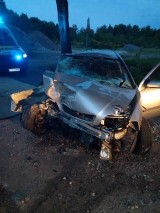 Wypadek w Smardzewie. Auto uderzyło w drzewo [zdjęcia]