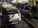 Pożar na ul. Kaszubskiej w Wejherowie. Uszkodzeniu uległy trzy pojazdy| ZDJĘCIA