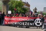 Anarchiści i syndykaliści przeszli przez centrum Wrocławia [ZDJĘCIA]
