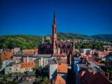 Śródmieście Wałbrzycha, jakiego nie znacie. Zdjęcia z góry i z ziemi. Zaglądamy także tam, gdzie nikt nie zagląda