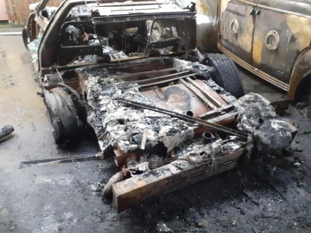 Pożar w Katowicach Piotrowicach strawił warsztat samochodów zabytkowych Adama Grządziela. Przyjaciele planują zorganizowanie zrzutki na odbudowę warsztatu.  Zobacz kolejne zdjęcia. Przesuwaj zdjęcia w prawo - naciśnij strzałkę lub przycisk NASTĘPNE