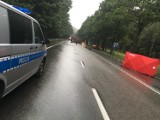"""Śmiertelny wypadek na """"szóstce"""" w Luzinie [11.08.2018]. Nie żyje motocyklista. Droga krajowa nr 6 zablokowana. Sprawca wypadku był pijany"""