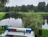 Tragedia na weselu koło Tomaszowa Maz. Ciało młodej kobiety znalezione w stawie w Żelechlinku. Trwa ustalanie okoliczności tragedii