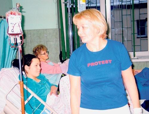 """Pielęgniarki pracowały w koszulkach z napisami """"Protest"""""""