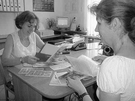 Pracownice chorzowskiej stacji przygotowują już materiały dla młodzieży. Foto: MACIEJ NIESŁONY