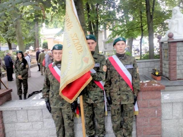 Kadeci klasy wojskowej z Szubina  wśród pielgrzymów w Licheniu