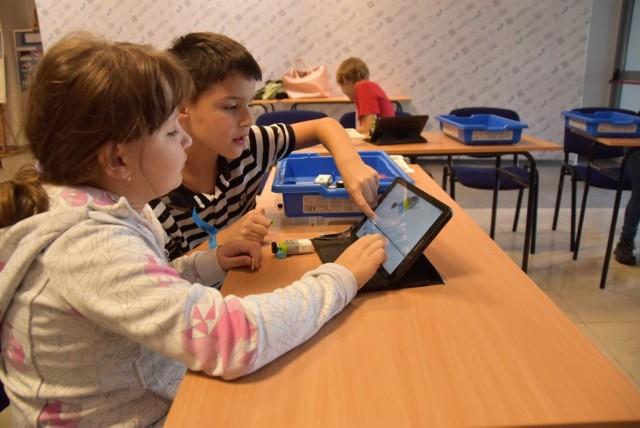 Trzeci dzień Forum Inteligentnych Specjalizacji w Tarnowie to nie tylko wykłady, ale też warsztaty i ciekawe pokazy