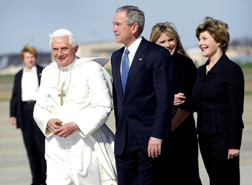 8. SMS-y od papieżaWatykan może kojarzyć się z...