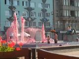 Fontanny w Bytomiu tryskają na różowo. Ale to nie basen