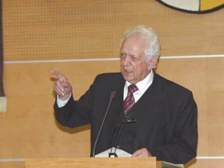 Jerzy Talkowski poprosił o pomoc zagłebiowskiego posła. Prezydent  Dąbrowy ma problem z niepokornymi radnymi.