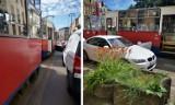 Bydgoszcz - kierowca bmw chciał wysiąść. W otwarte drzwi wjechał tramwaj!