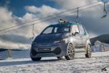 Elektryczny iXAR jeździł po zaśnieżonym stoku narciarskim w Zieleńcu. Jak sobie poradził?