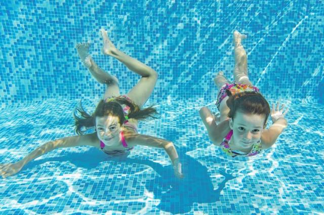 Dla dużych rodzin basen to spory koszt. Z kartą będzie taniej