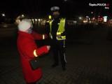 Policjanci z Żor na Mikołaja rozdawali odblaski ZDJĘCIA