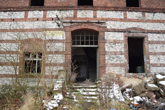 Opuszczony PGR w Woźnikach