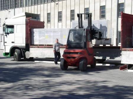 Codziennie z Prefabetu w Osławie Dąbrowie wyjeżdża 50 dużych samochodów załadowanych gazobetonem. Fot. Leszek Literski
