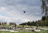 Skoki z helikoptera nad Pustynią Błędowską. Były niezwykle widowiskowe