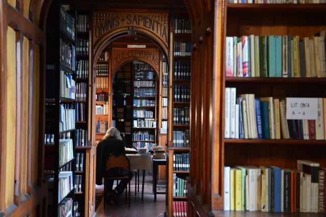 Biblioteka w Nysie rodem z Harrego Pottera! Otworzyli ją nyscy Franciszkanie.