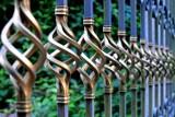 Budowa ogrodzenia domu – jak zrobić to zgodnie z prawem?